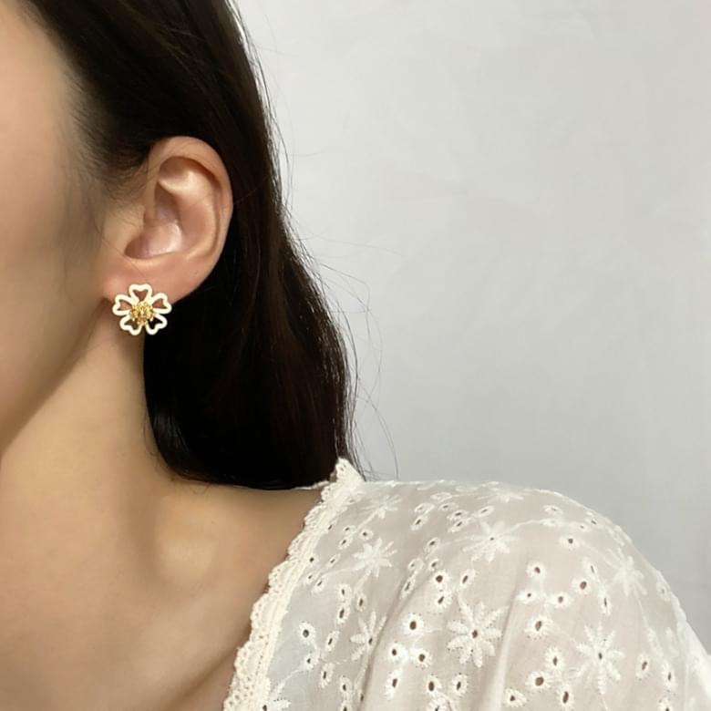 韓國空運 - Neu unbalanced flower nickel-nickel earrings 耳環
