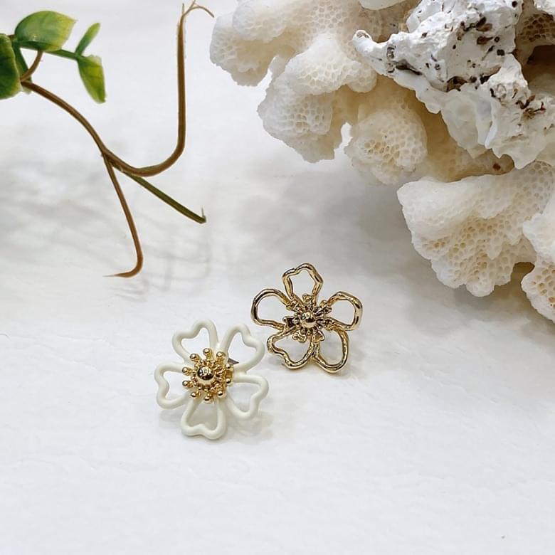 Neu unbalanced flower nickel-nickel earrings