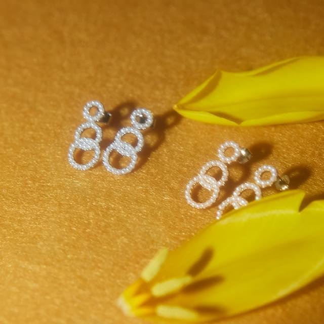 girlish pearl earring