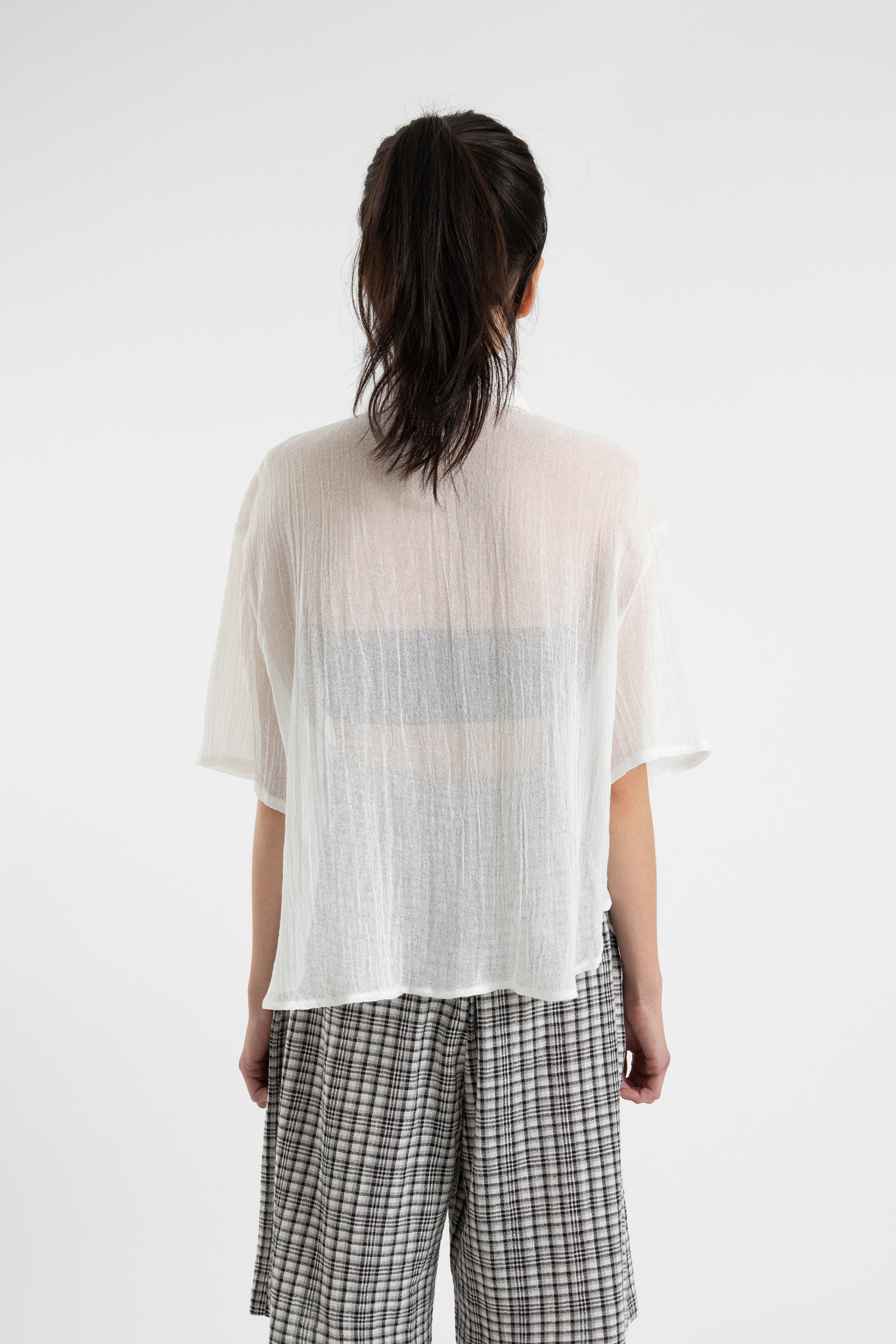 Melo Crease see-through half shirt
