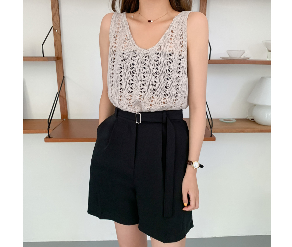 Punching U Neck Sleeveless Crop Knit