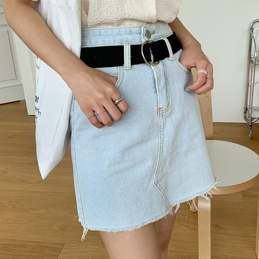 Bold belt denim skirt