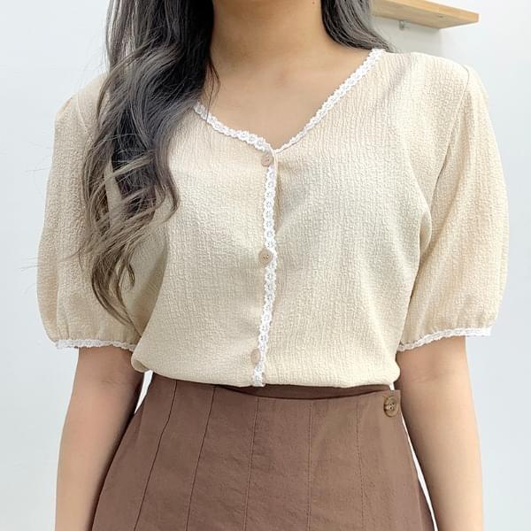Arrow lace short sleeve blouse