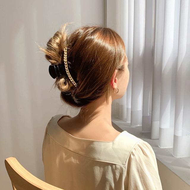 Slim round half moon pearl chain hair clip