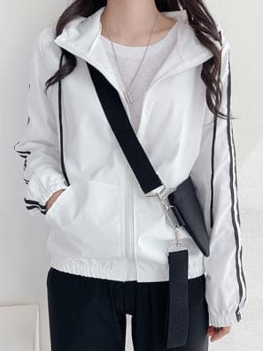 Hooded Jacket two lines Windshield