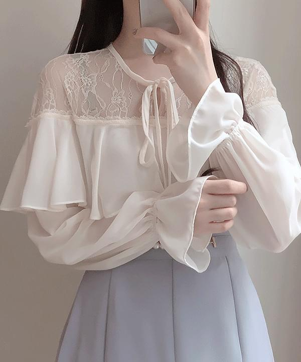 Blooming lace ribbon blouse