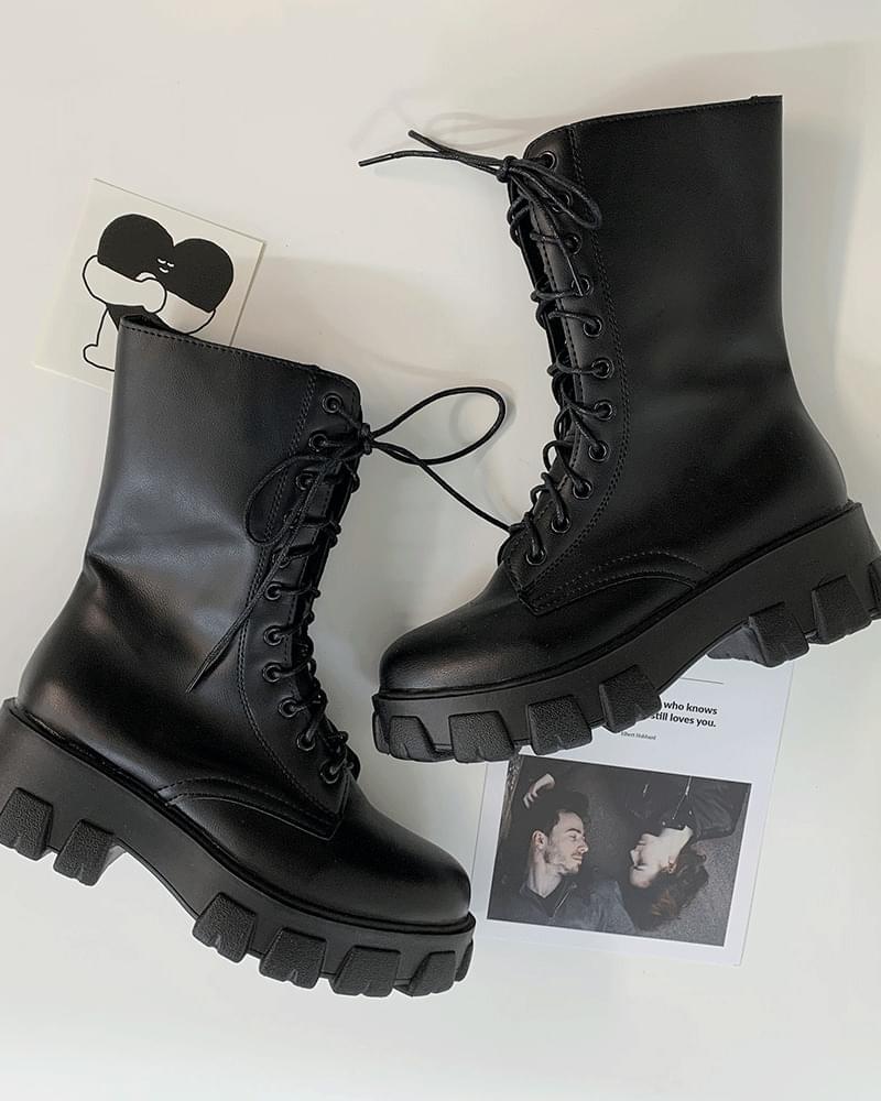 Lace-up platform platform walker boots