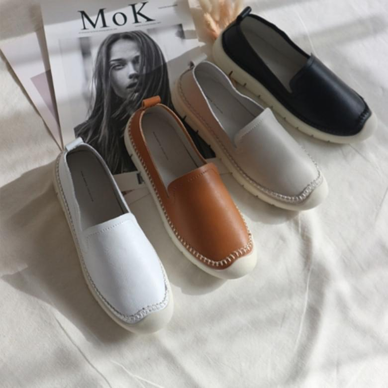 Jamming stitch cowhide latex loafers