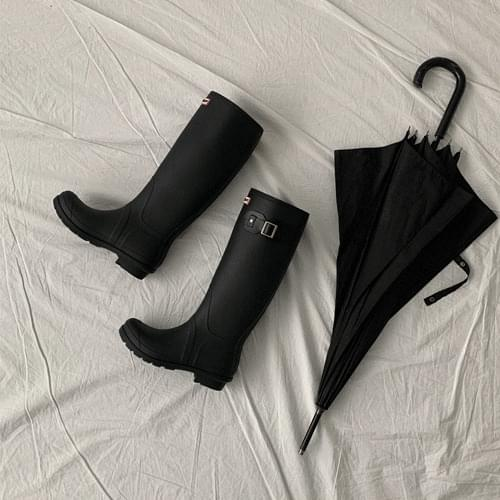 Long rain boots recommended for short girls