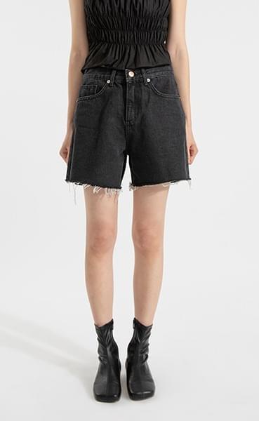 Joy Black Cutting Half Jean