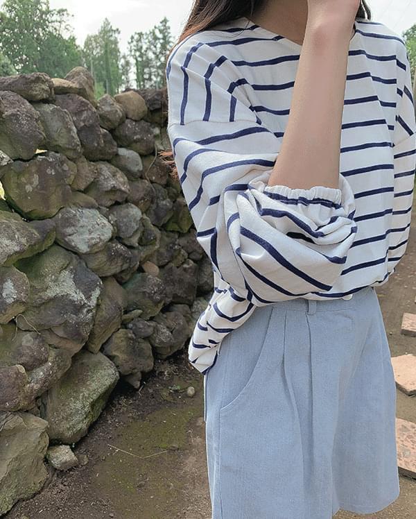 Line stripe T-shirt