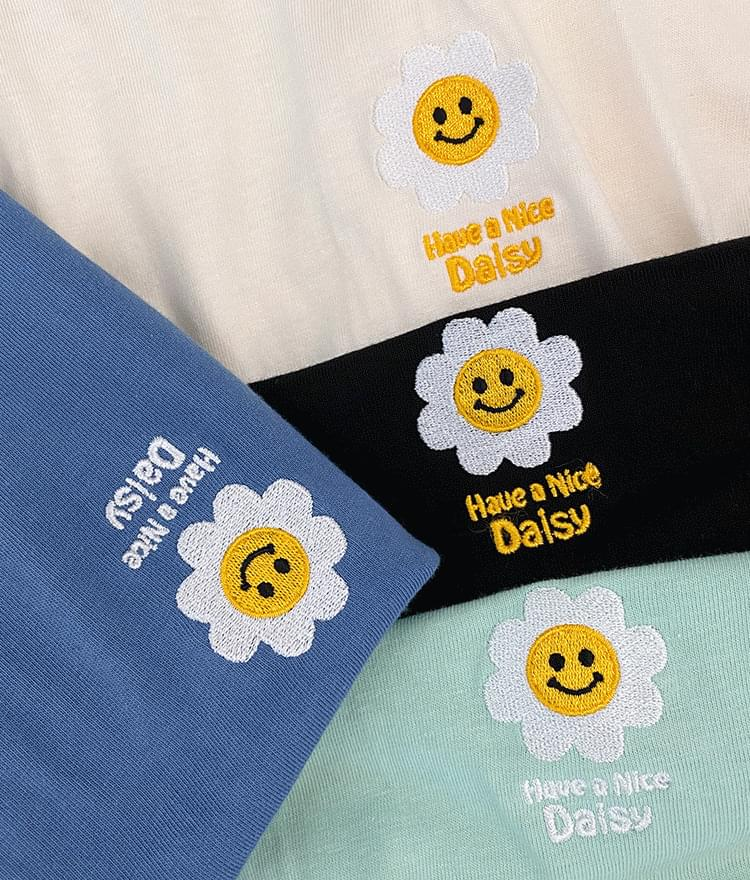 Daisy-Themed Embroidery Loose T-Shirt