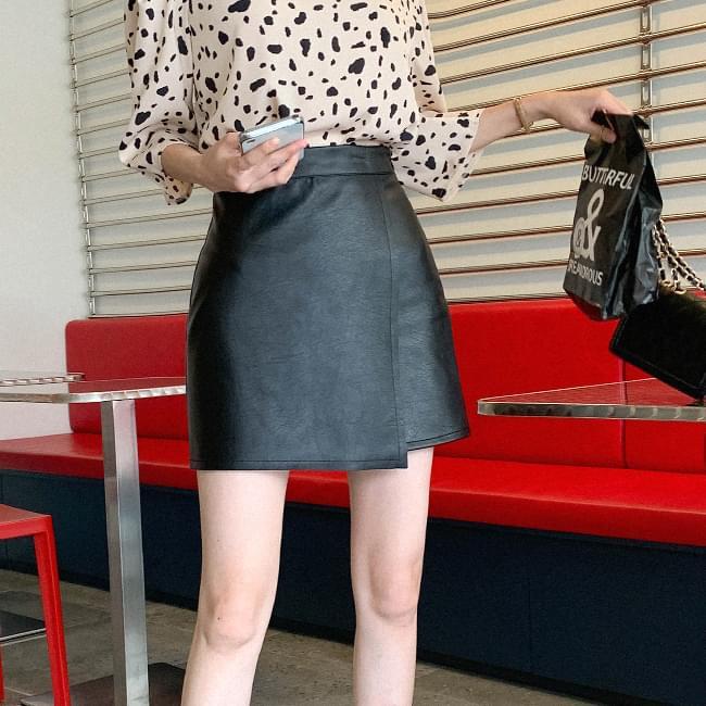 Heartbeat leather mini skirt skirt