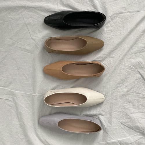 拼接縫線尖頭平底鞋