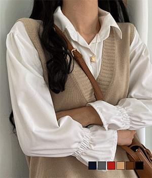 V-neck vest with high utility