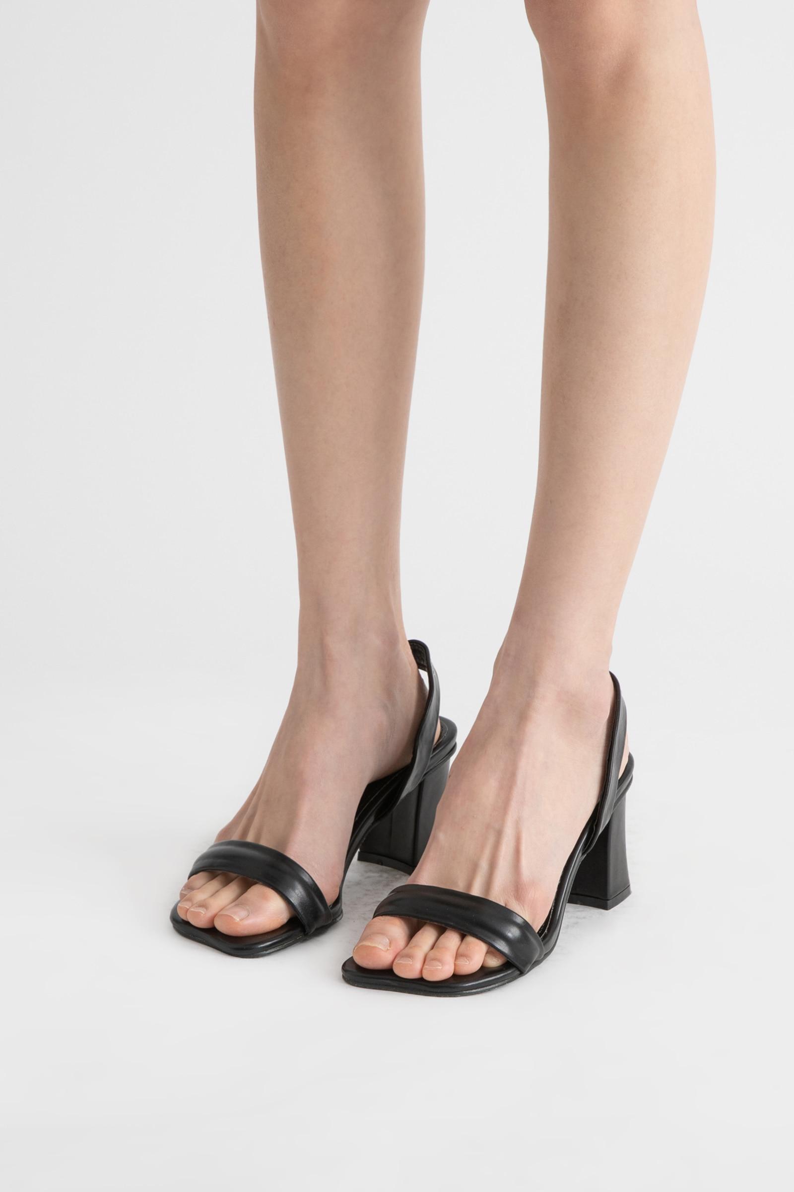 Pier curve high heel sandals
