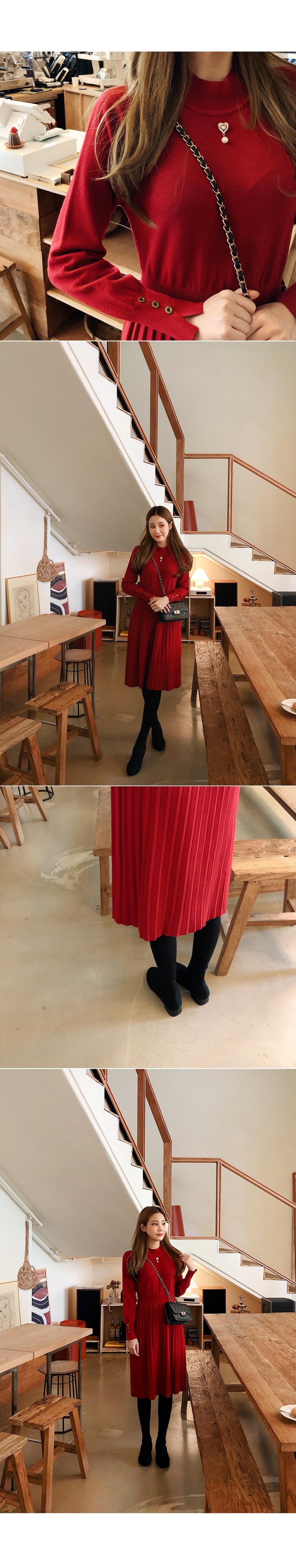 Heart brooch knit dress
