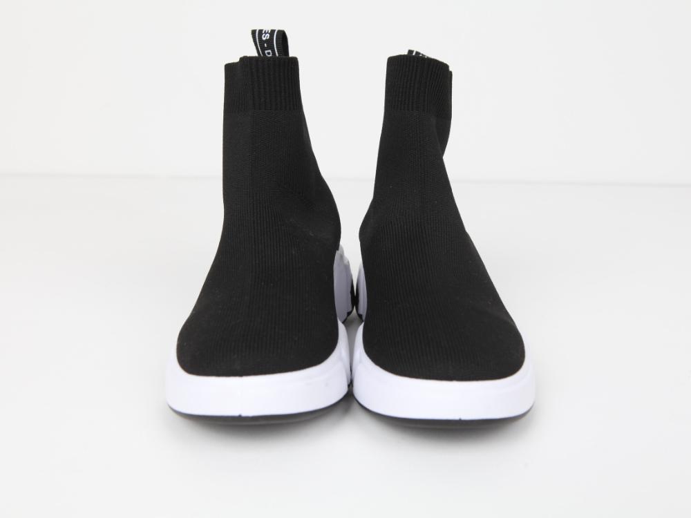 Street socks shoes