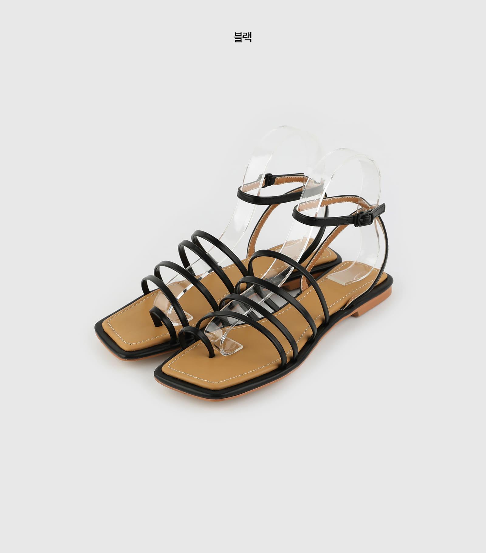 Screw toe hold flat sandals