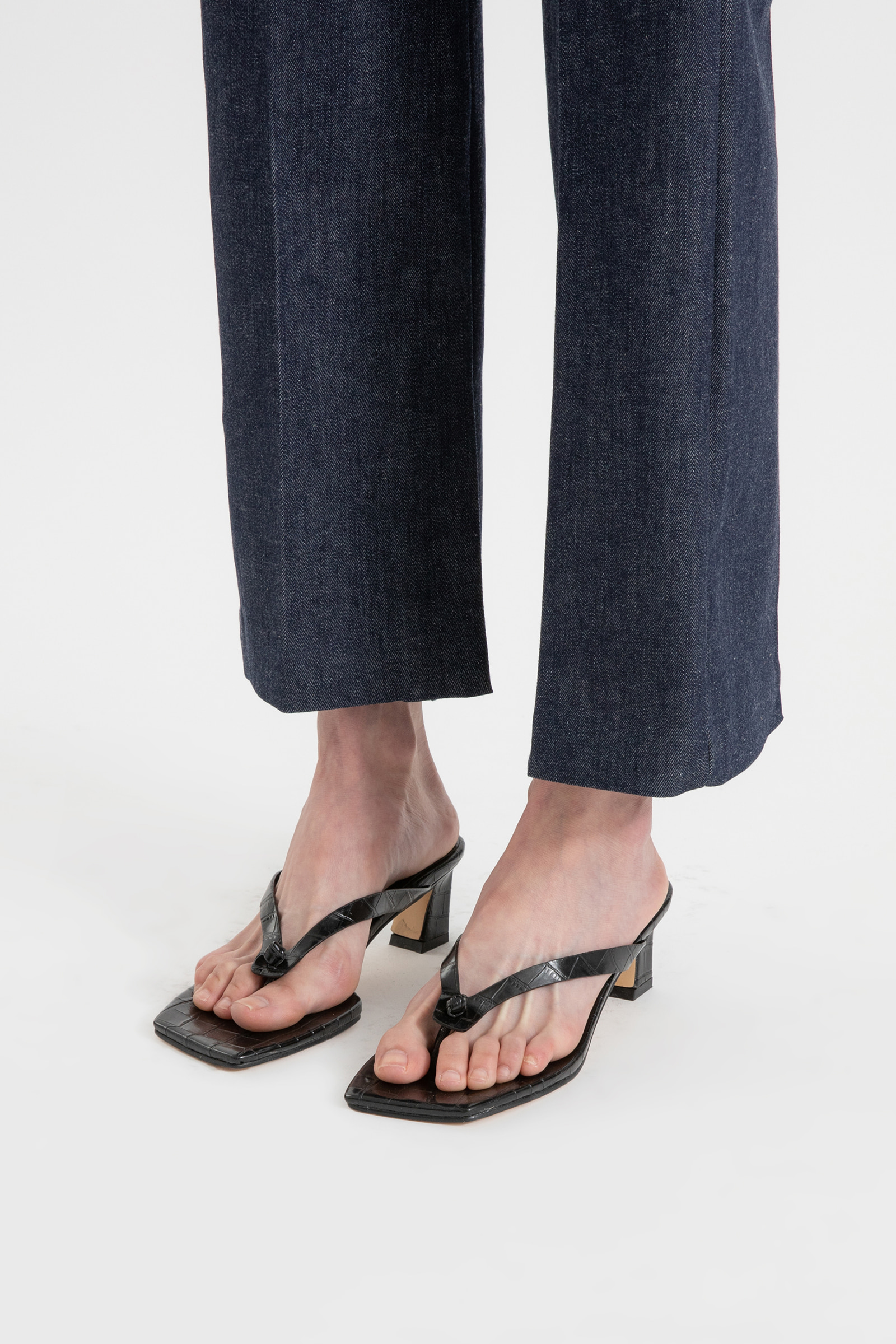 Summer pin tuck slit straight jeans