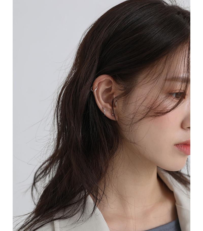 Thin twist ear cuff