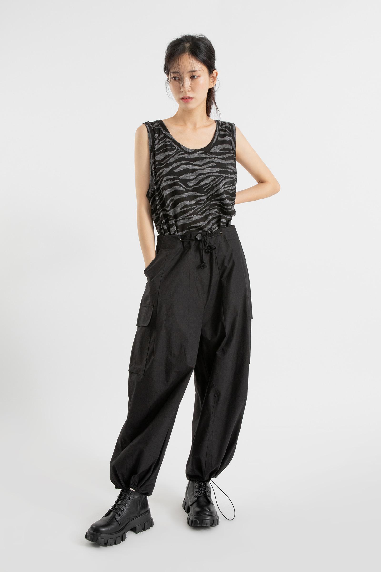 Zebra-pattern sleeveless top