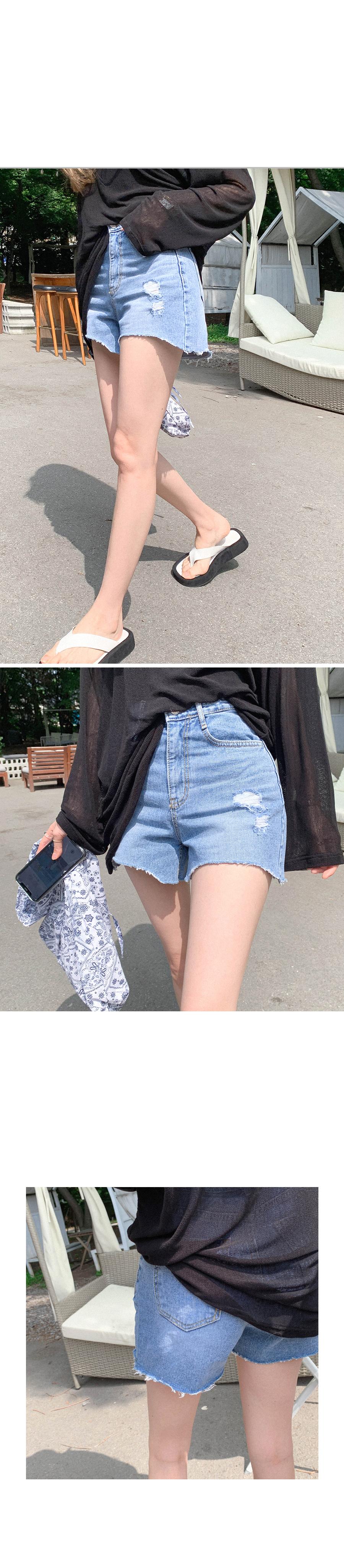 Rounding cut denim shorts