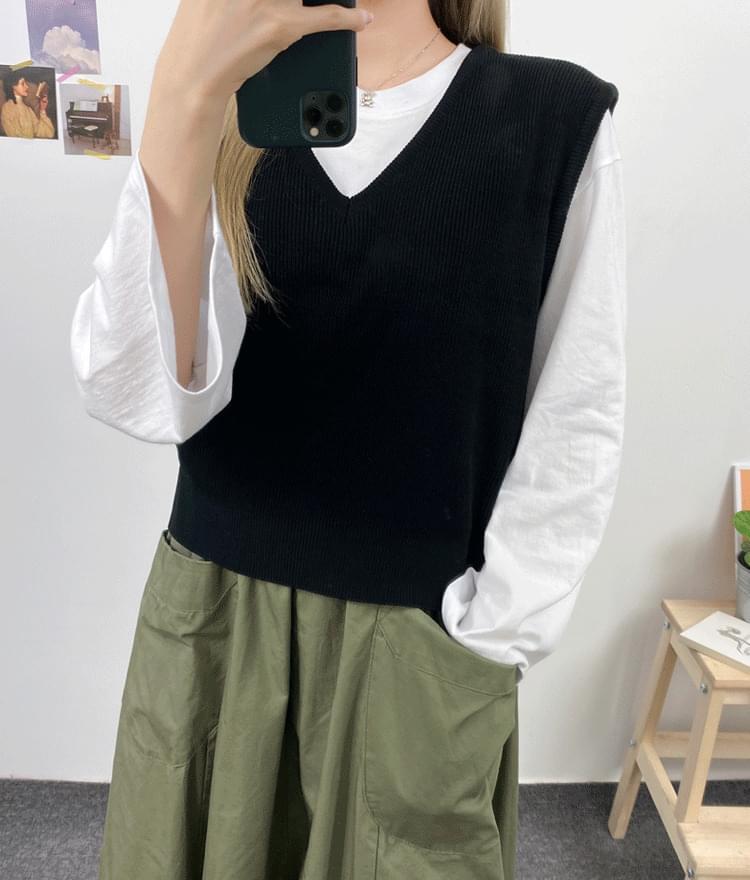 Toy knit vest