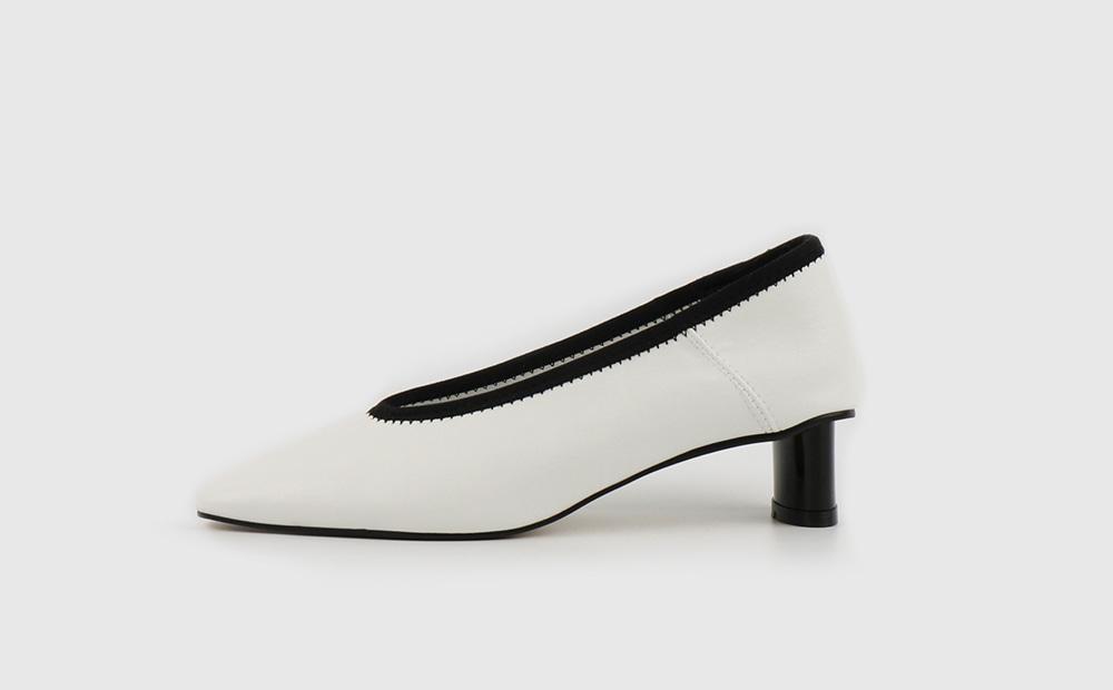 Point high heel pumps