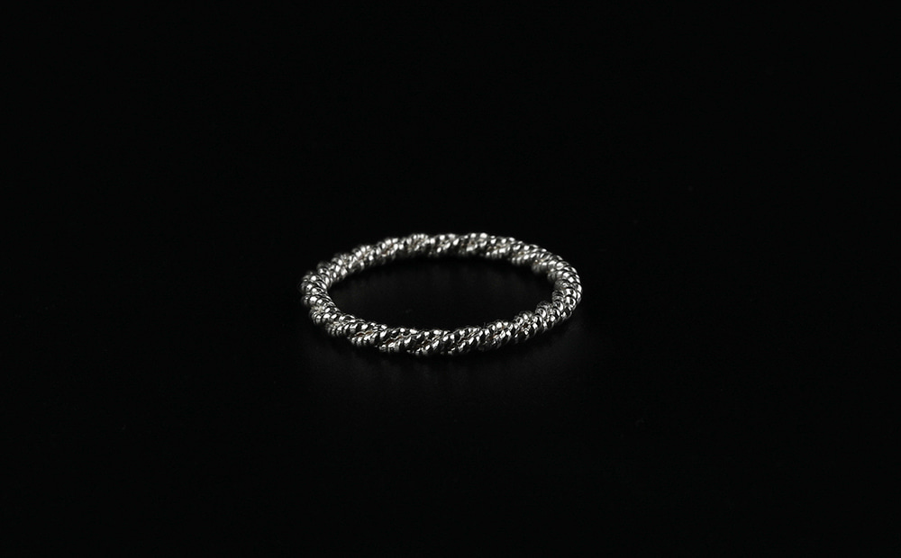 Dust Twist Silver Ring