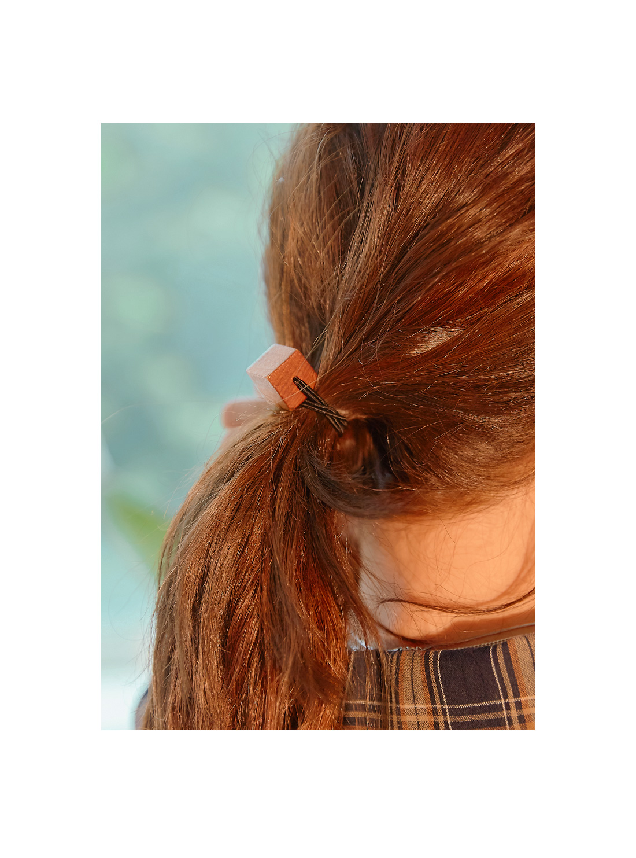 WOOD CUBE HAIR STRING