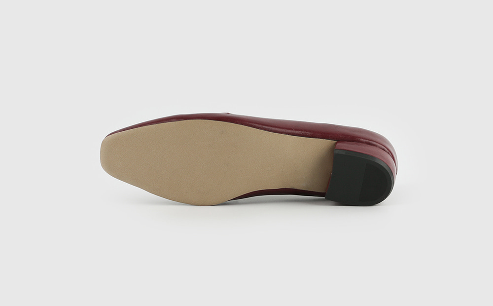 Trendy line loafers