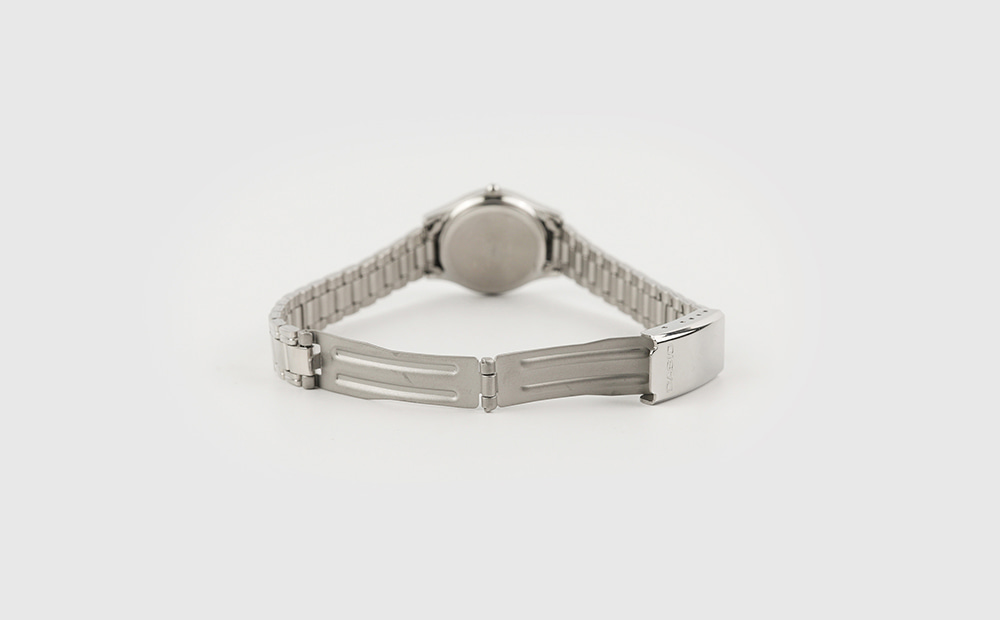Classic round metal watch