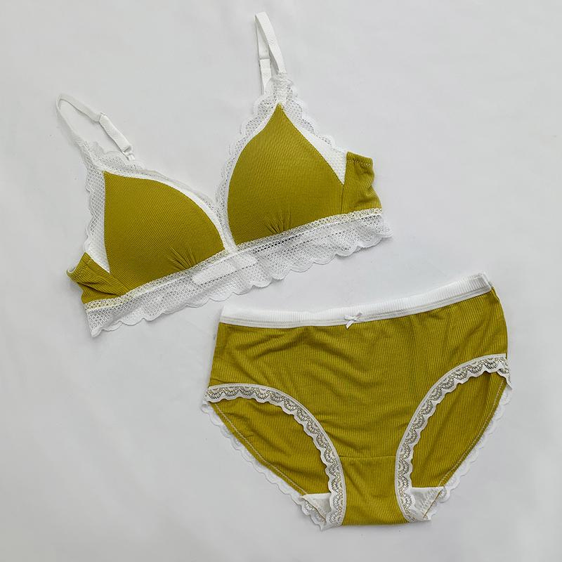 Lace bra panties set