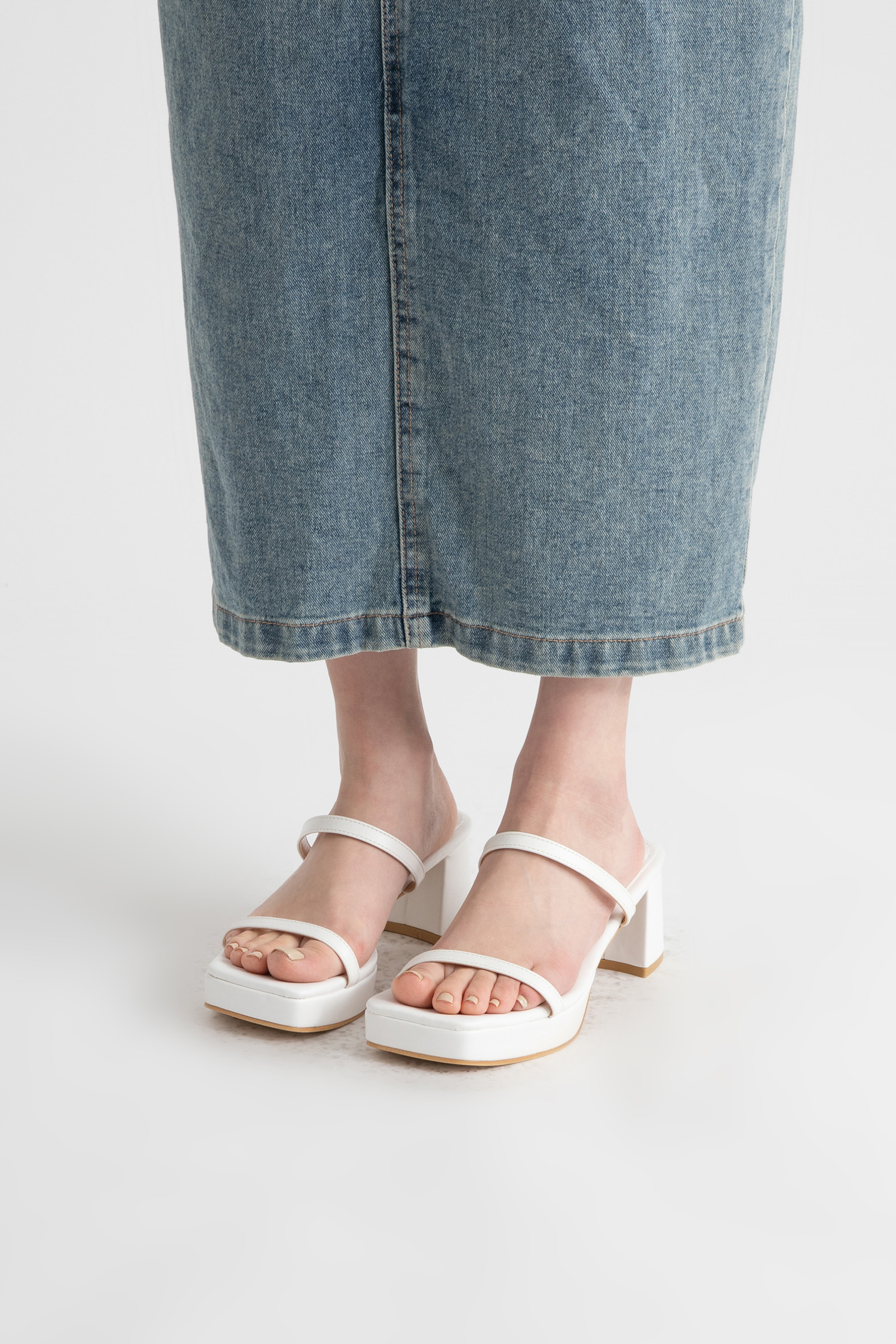 Balti middle heel sandals