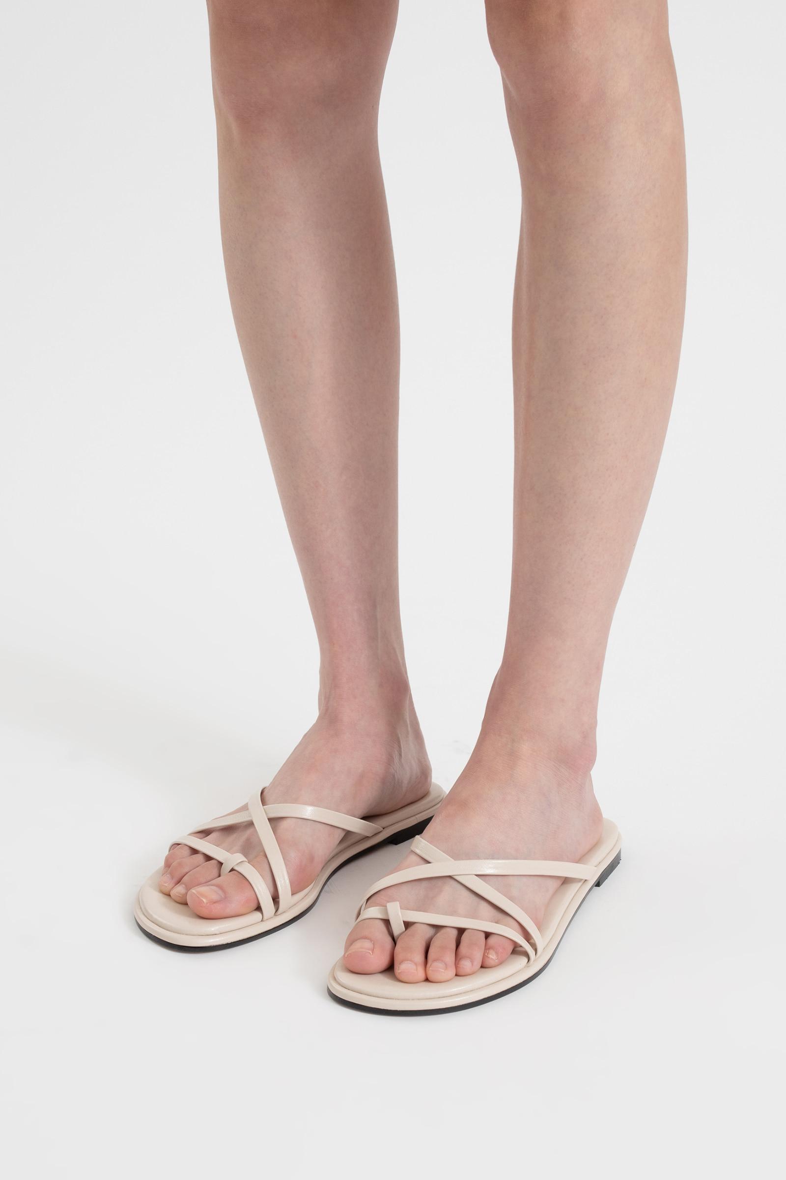 Peer toe hold flat sandals