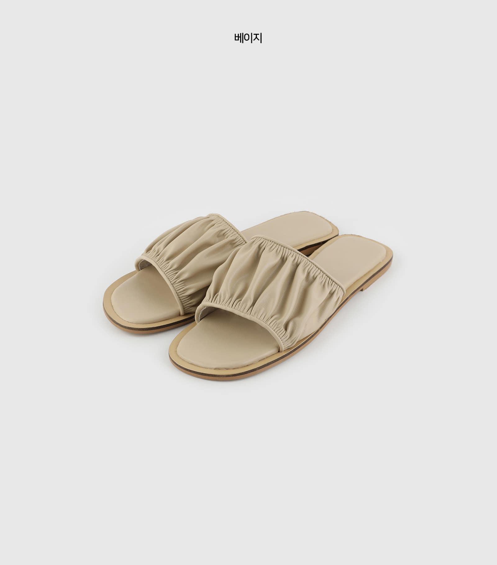 Shirring slide sandals