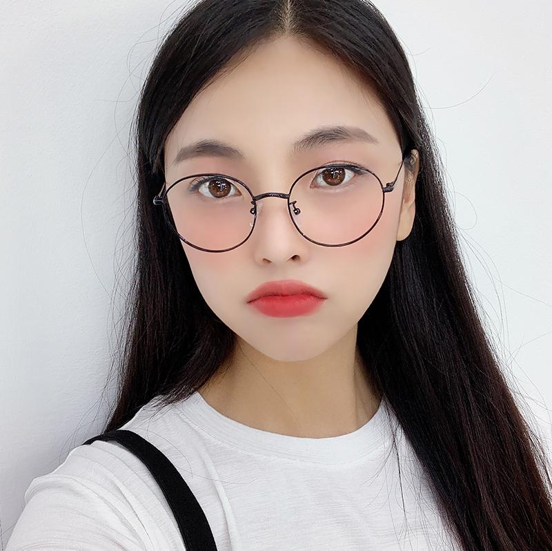 Daily black glasses