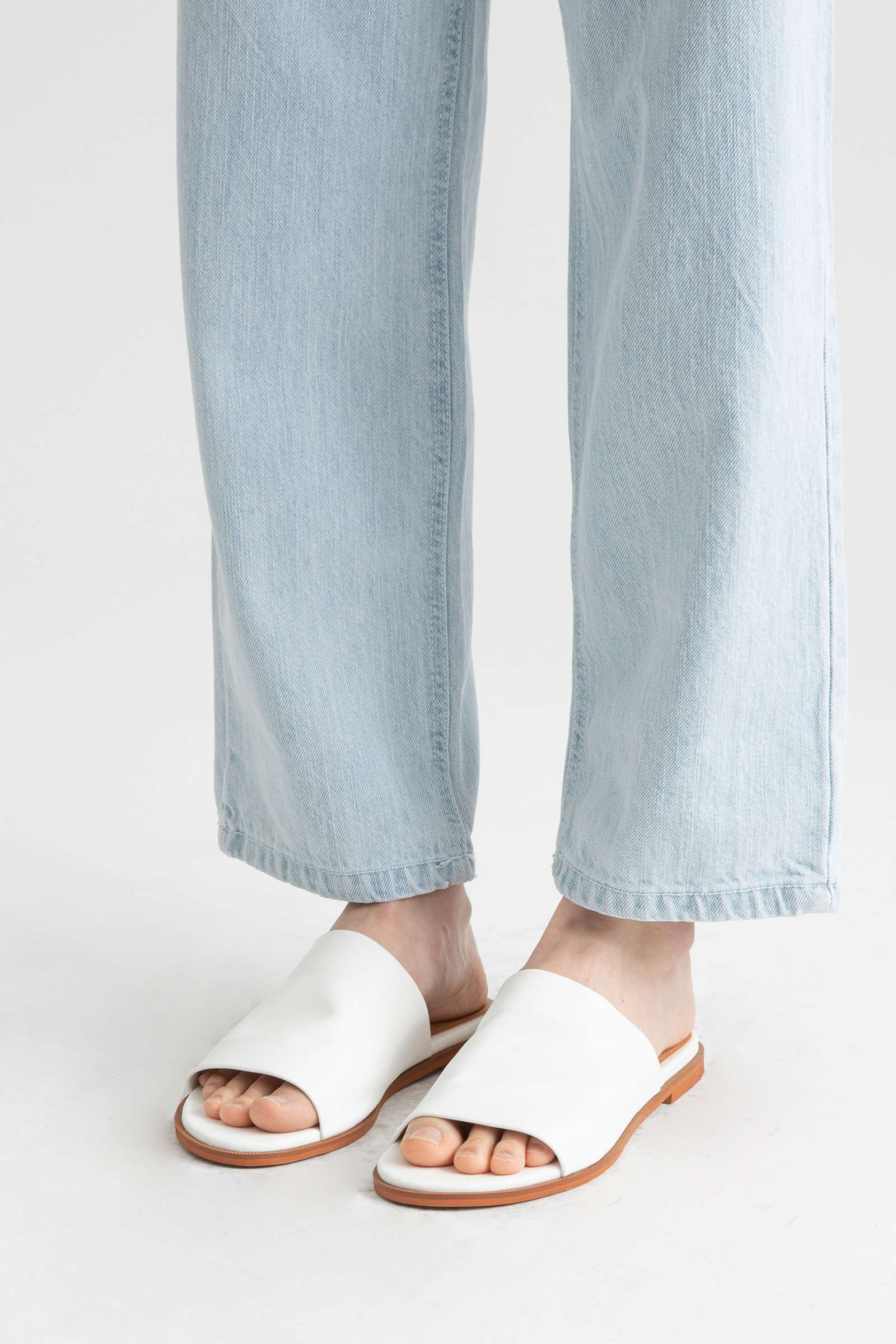 Regular high-rise wide jeans