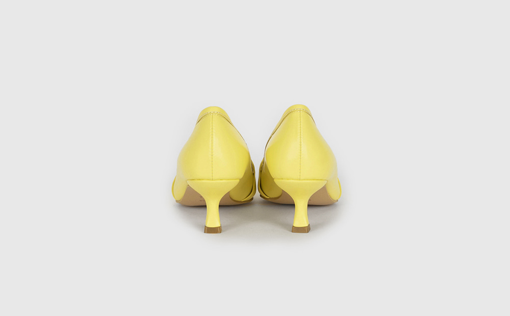 Gold Mary Middle Hill Pumps