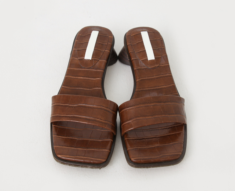 Square middle hill slippers