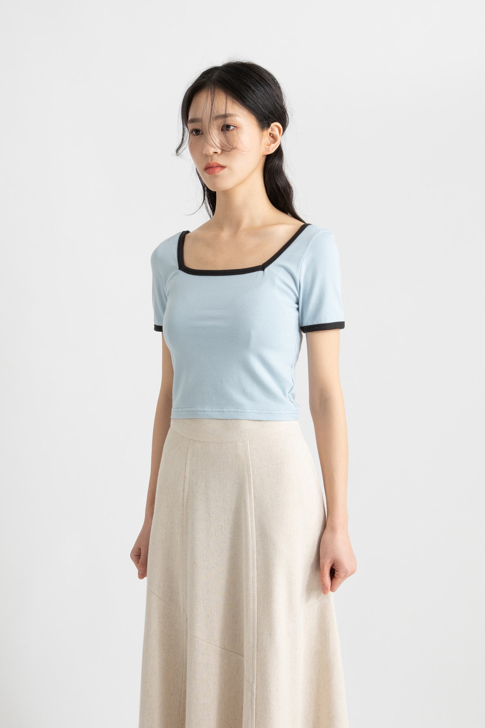 Color cropped square-neck T-shirt