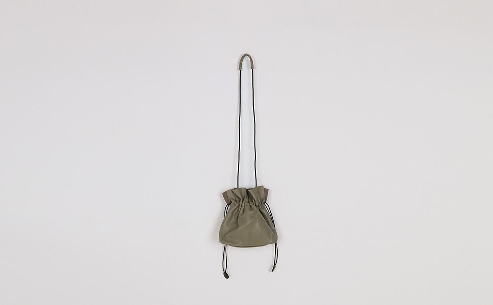 Tight easy cross pouch bag