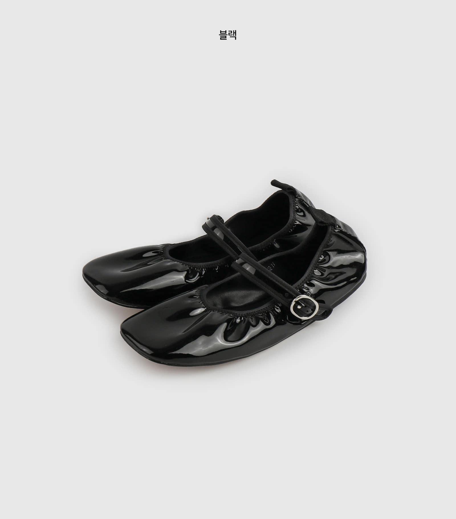 Banding enamel flat shoes