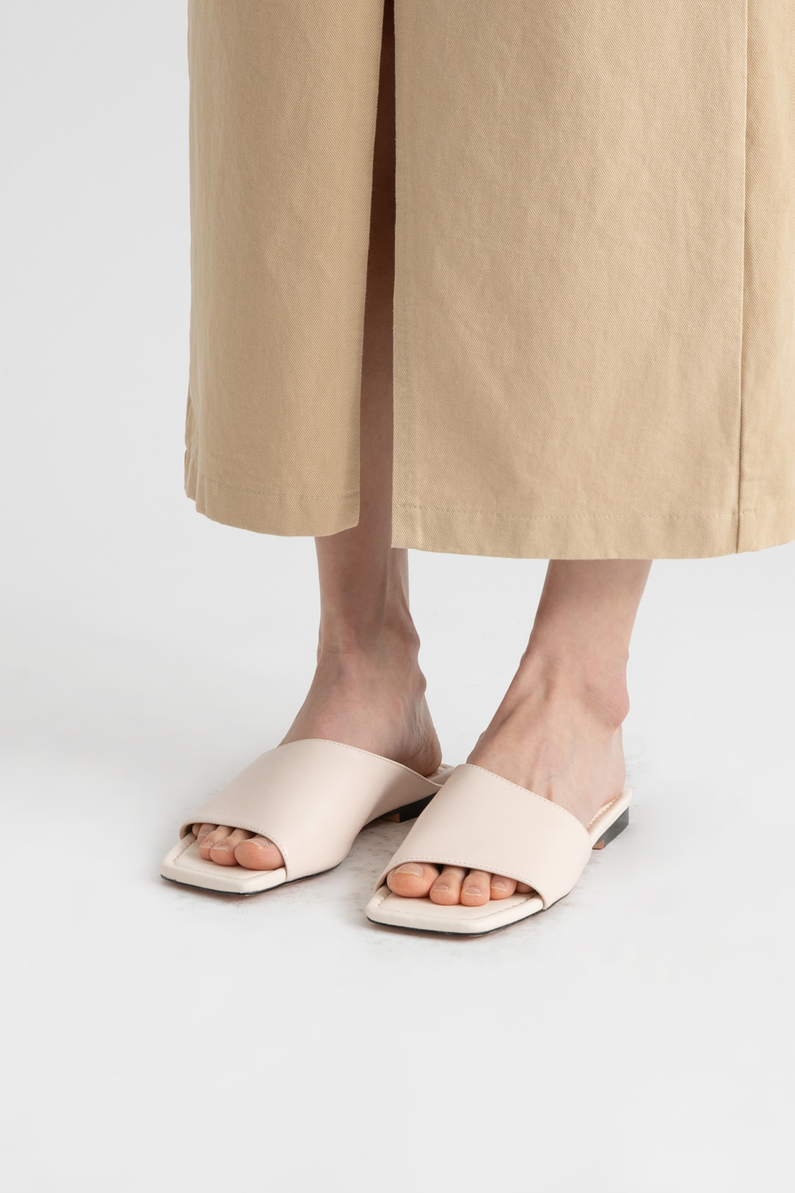 Up cover real leather flat sandals