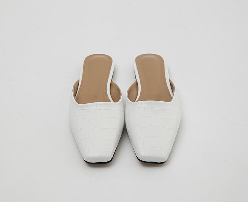 Square toe flat mule_A