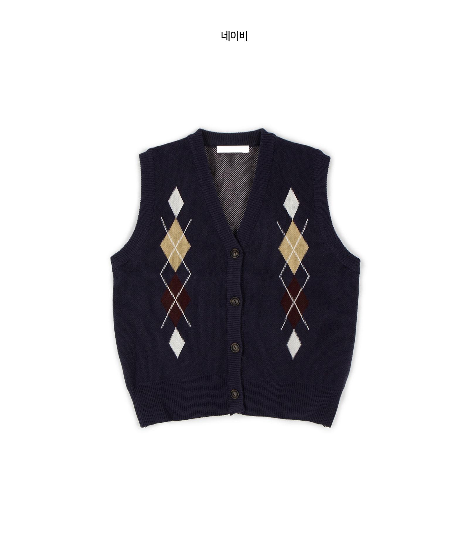 Diamond pattern V-neck knit vest