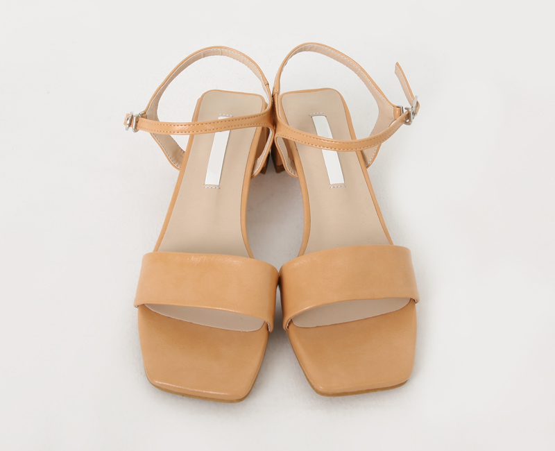 Blanc Strap Middle Sandals