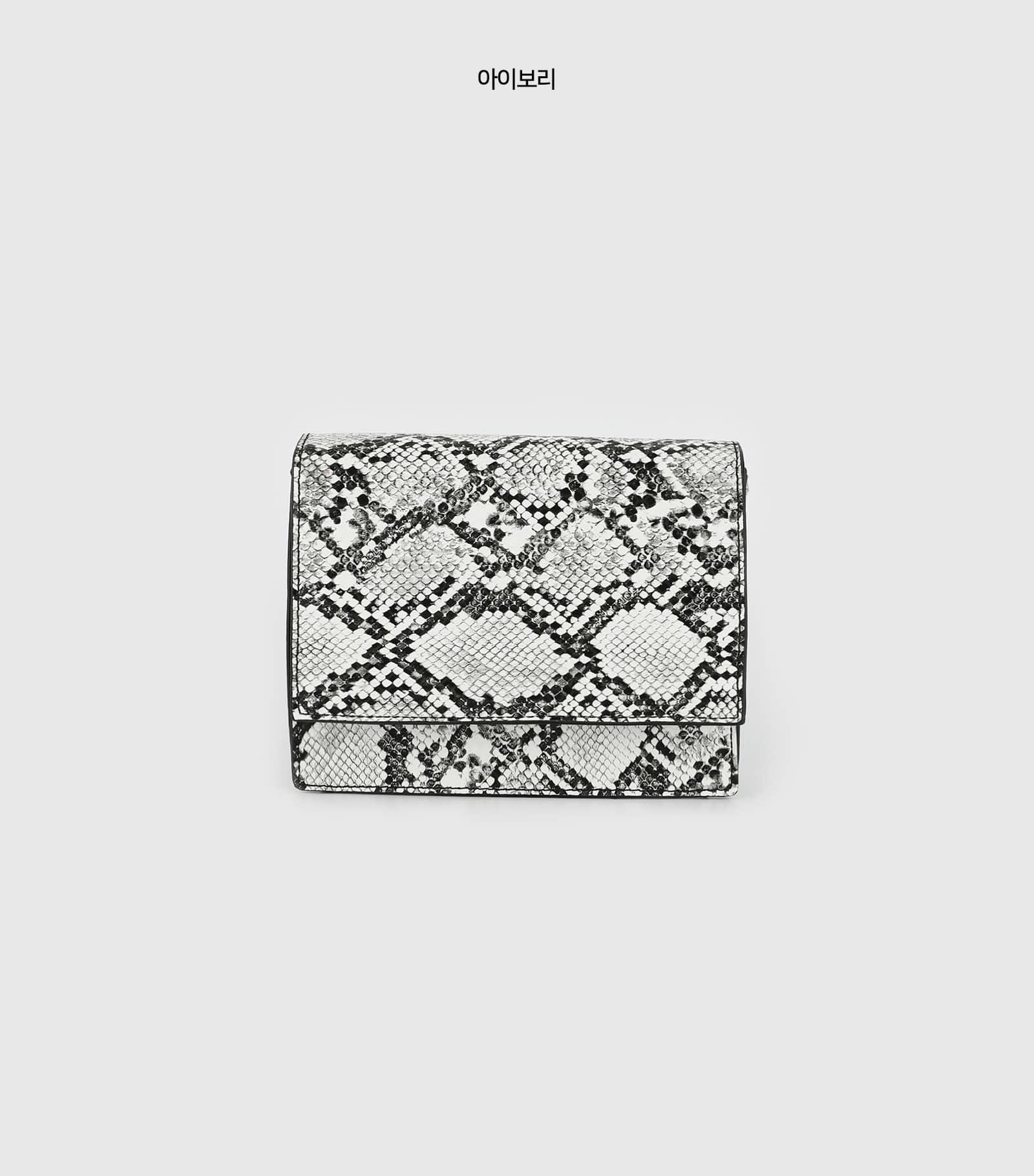 Basic Python square chain shoulder bag