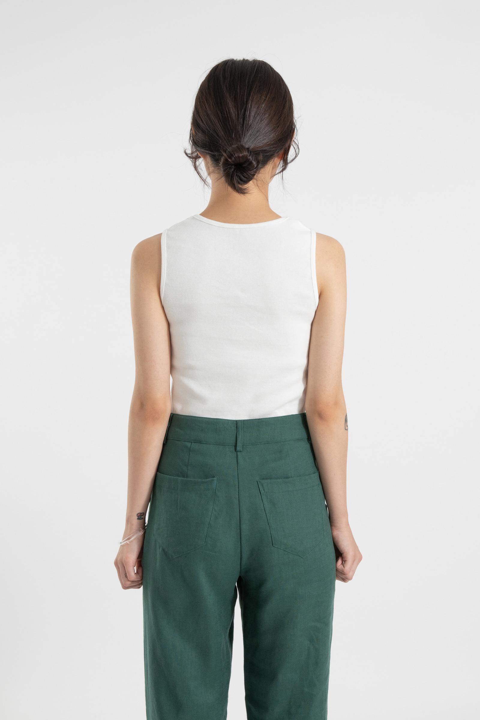 Ribbed line sleeveless top